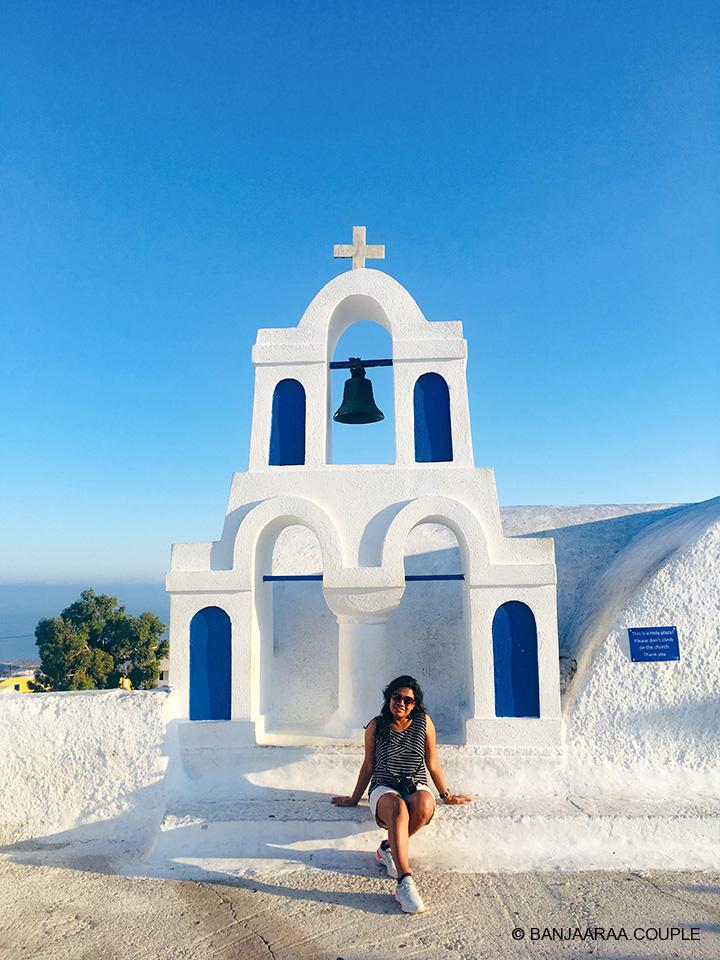 A small church in the markets of Oia