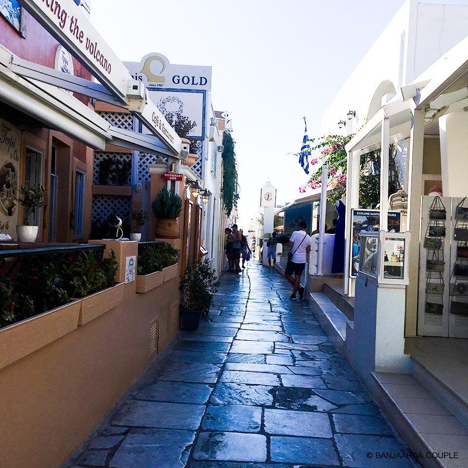 The market street of Oia
