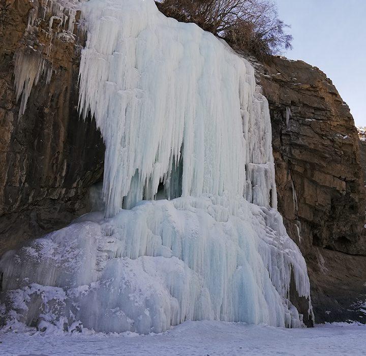 Nerak - the frozen waterfall and destination of the trek