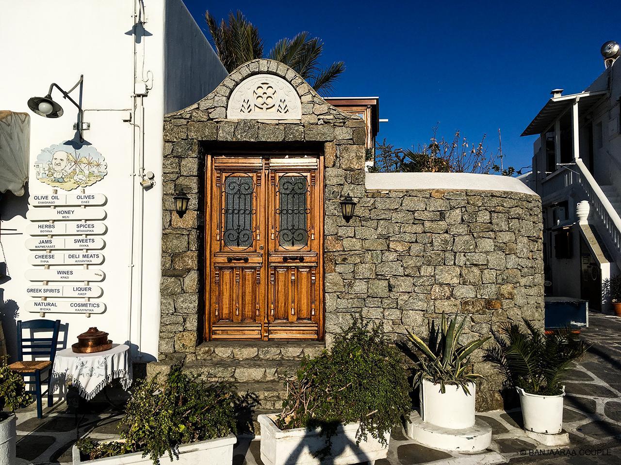 Lazing around the streets of Mykonos